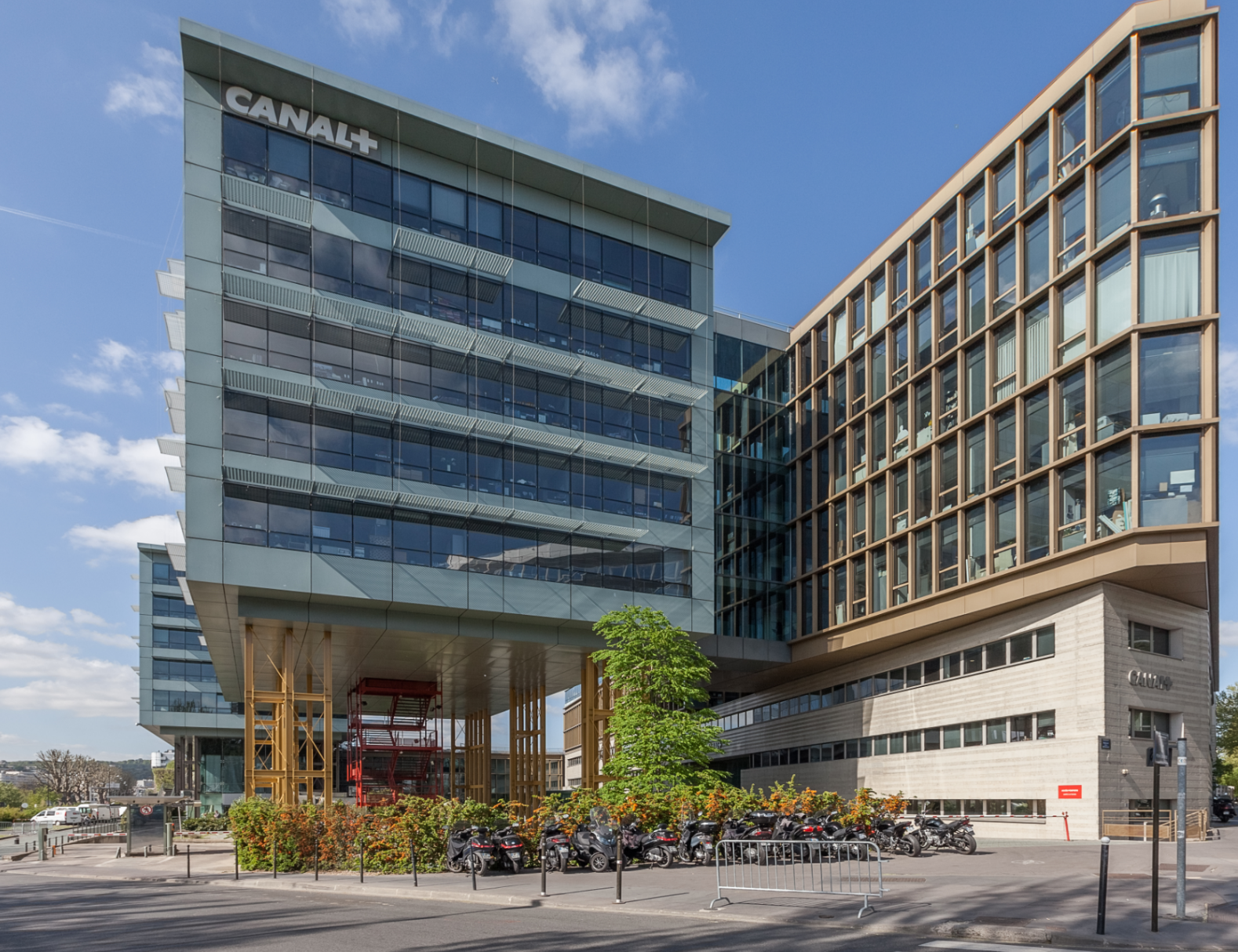 Tishman Speyer and PSP Investments acquire Espace Lumière in Boulogne Billancourt